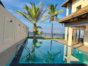 Sand Villa - Beachfront Private Pool - Luxury 3BR - Usmudulawa