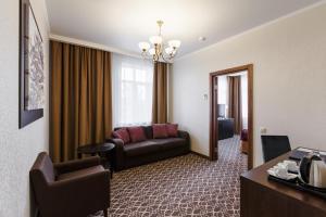 Raymond Hotel