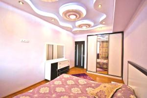 Cozy Three Rooms Republic Square in Center Yerevan, Апартаменты  Ереван - big - 1