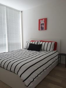 Fully Equipped Two Bedroom Condo in N3, Apartmanok  Calgary - big - 14