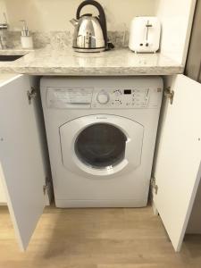 Fully Equipped Two Bedroom Condo in N3, Apartmanok  Calgary - big - 18