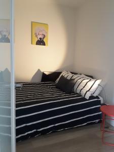 Fully Equipped Two Bedroom Condo in N3, Apartmanok  Calgary - big - 19