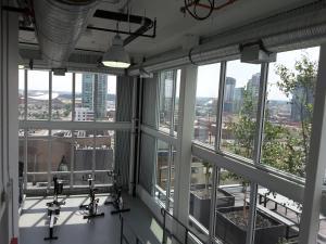 Fully Equipped Two Bedroom Condo in N3, Apartmanok  Calgary - big - 23