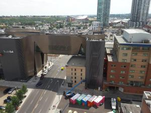 Fully Equipped Two Bedroom Condo in N3, Apartmanok  Calgary - big - 27