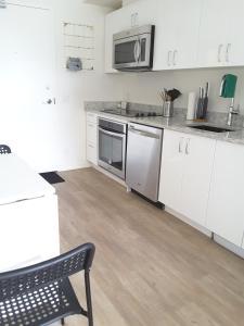Fully Equipped Two Bedroom Condo in N3, Apartmanok  Calgary - big - 30
