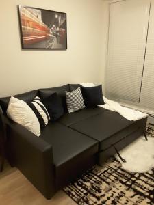 Fully Equipped Two Bedroom Condo in N3, Apartmanok  Calgary - big - 33