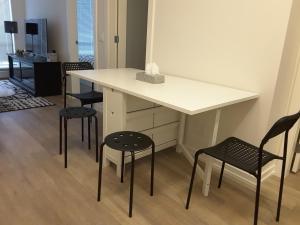 Fully Equipped Two Bedroom Condo in N3, Apartmanok  Calgary - big - 34