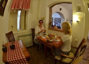 Guesthouse Maksimilian, Guest houses  Osijek - big - 77