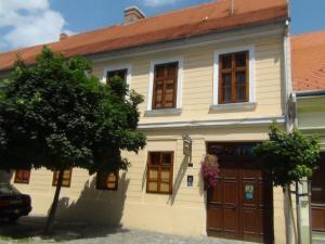 Guesthouse Maksimilian, Guest houses  Osijek - big - 48