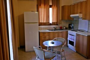 Roula Rooms, Апартаменты  Стратонион - big - 3