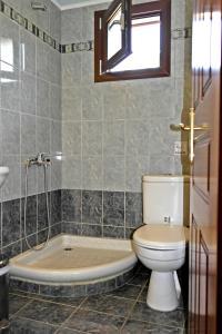 Roula Rooms, Апартаменты  Стратонион - big - 6