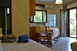 Roula Rooms, Апартаменты  Стратонион - big - 2