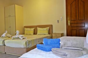 Roula Rooms, Апартаменты  Стратонион - big - 9