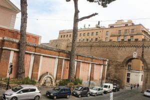 Porta Castello 10