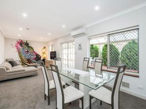 Luxury Federation Style Home - Sleeps 10 - Perth