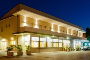 Hotel Ristorante Cesare - AbcAlberghi.com