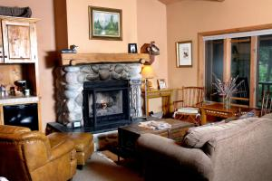 Weasku Inn, Hotel  Grants Pass - big - 48