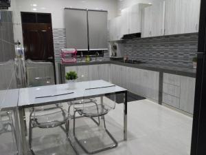 AUZ Guest House, Affittacamere  Kampong Kubang Palas - big - 3