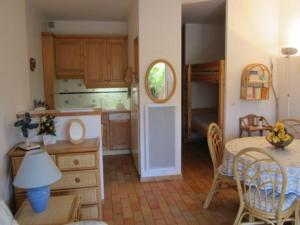 Apartment Parcs de la fouasse, Appartamenti  Le Lavandou - big - 5