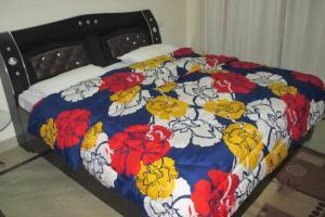 Room in a homestay in DLF Ph. 4, Gurgaon, by GuestHouser 12140, Dovolenkové domy  Gurugram - big - 5