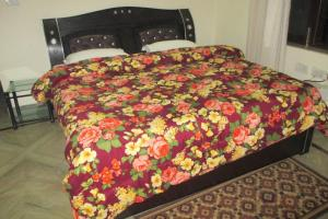 Room in a homestay in DLF Ph. 4, Gurgaon, by GuestHouser 12140, Holiday homes  Gurgaon - big - 9