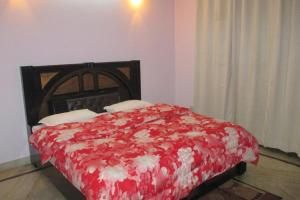 Room in a homestay in DLF Ph. 4, Gurgaon, by GuestHouser 12140, Holiday homes  Gurgaon - big - 10