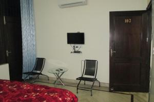 Room in a homestay in DLF Ph. 4, Gurgaon, by GuestHouser 12140, Holiday homes  Gurgaon - big - 11