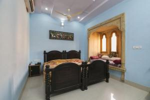 Room in a heritage stay near Jaisalmer Fort, Jaisalmer, by GuestHouser 10432, Holiday homes  Jaisalmer - big - 2