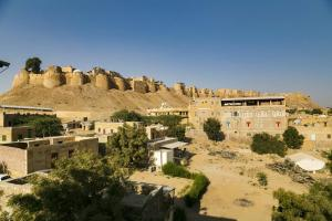 Room in a heritage stay near Jaisalmer Fort, Jaisalmer, by GuestHouser 10432, Holiday homes  Jaisalmer - big - 3