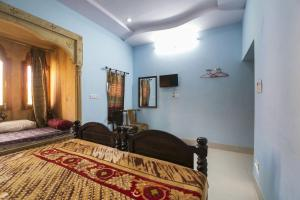 Room in a heritage stay near Jaisalmer Fort, Jaisalmer, by GuestHouser 10432, Holiday homes  Jaisalmer - big - 4