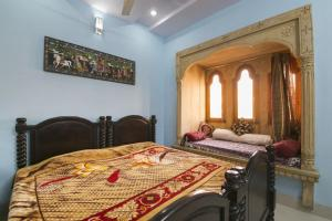 Room in a heritage stay near Jaisalmer Fort, Jaisalmer, by GuestHouser 10432, Holiday homes  Jaisalmer - big - 7