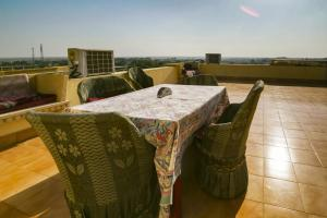 Room in a heritage stay near Jaisalmer Fort, Jaisalmer, by GuestHouser 10432, Holiday homes  Jaisalmer - big - 8
