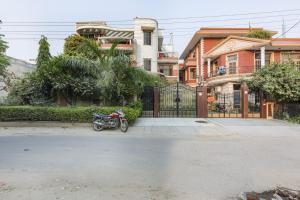 BnB room in Sector 40, Gurgaon, by GuestHouser 2339, Prázdninové domy - Gurgáon