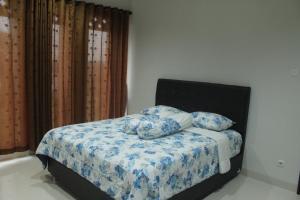 Villa Bogor Nirwana, Nyaralók  Bogor - big - 9