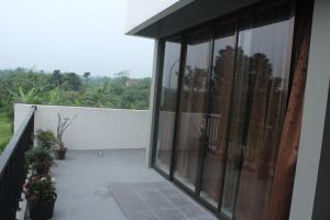 Villa Bogor Nirwana, Nyaralók  Bogor - big - 8