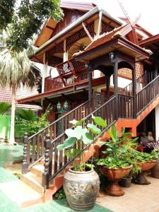 Golden Teak Home Resort - Saraphi