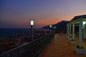 Domina Fluctuum - Penthouse in Salerno Amalfi Coast, Appartamenti  Salerno - big - 38