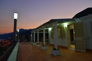 Domina Fluctuum - Penthouse in Salerno Amalfi Coast, Apartmány  Salerno - big - 39