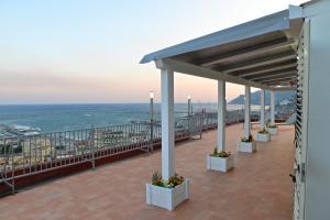 Domina Fluctuum - Penthouse in Salerno Amalfi Coast, Apartmány  Salerno - big - 45