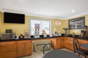 Super 8 by Wyndham Sumter, Motels  Sumter - big - 25