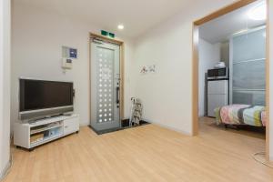 Awaza House 1, Apartments  Osaka - big - 1