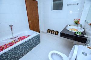 Shwe Bon Nan Hotel, Hotel  Moulmein - big - 8