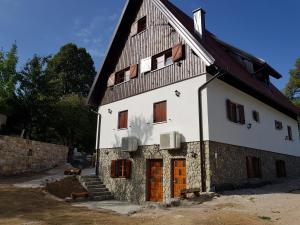 Rustic Lodge Plitvice, Bed and Breakfasts  Jezerce - big - 72