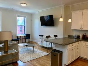 14 Gloucester St #4A by Lyon Apartments, Apartments  Boston - big - 20