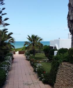 obrázek - Villa meublée face à la mer, Golf et Verdure