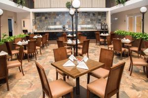 Best Western PLUS Monterrey Airport, Hotels  Monterrey - big - 67