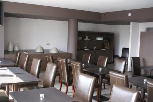 Hotel Bar Le Globe 2 Etoiles A Saint Die Des Vosges Avec Bar Et Terrasse