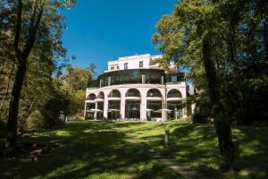 Location gîte, chambres d'hotes Hotel & Spa Le Pavillon dans le département Rhône 69