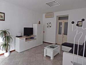 Apartments with WiFi Pula - 13049, 52100 Pula