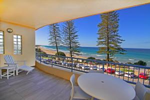 Coolum Baywatch Luxury Style Penthouse, Linen Included, WIFI, 500 Bond
